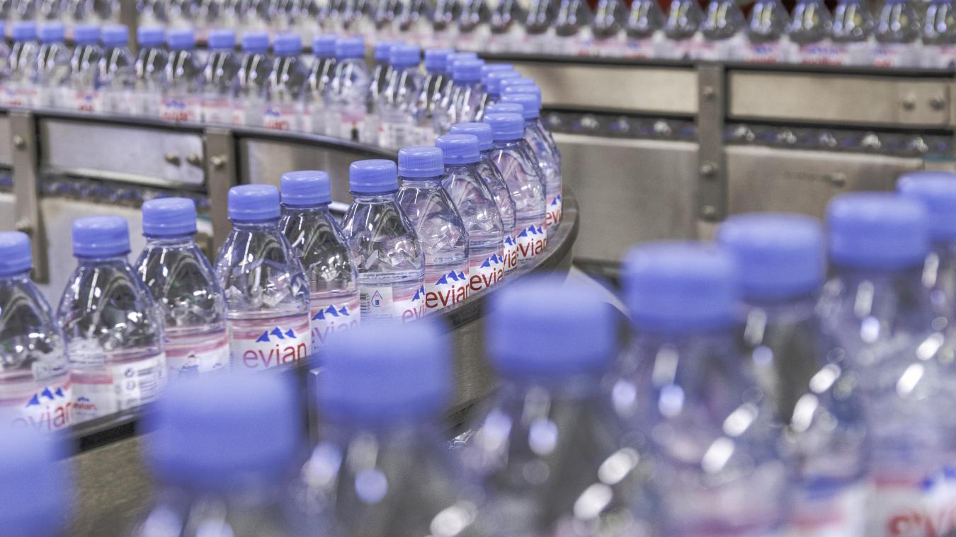 55% des recettes de fonctionnement de la ville d'Evian sont issues des activités de Danone. La majeure partie provient de la redevance liée à l'eau pompée dans la source et à la surtaxe sur la vente des bouteilles.
