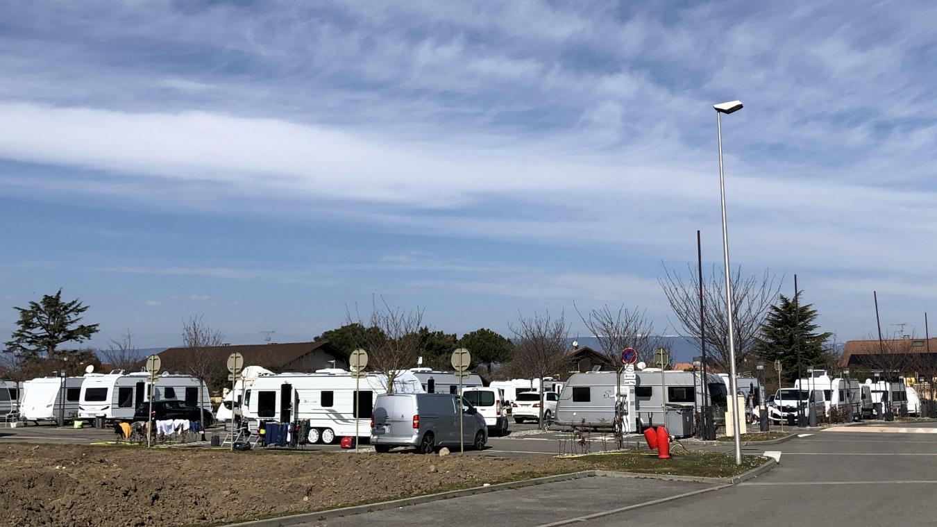 Publier: des gens du voyage sont installés sur un parking de la Cité de l'eau
