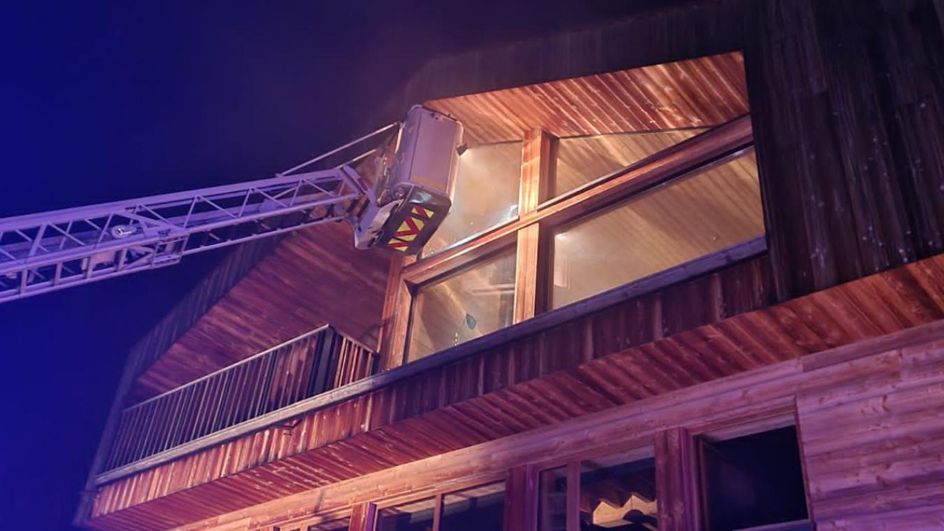 Les pompiers ont réussi à empêcher la propagation du feu. (Photos DR)