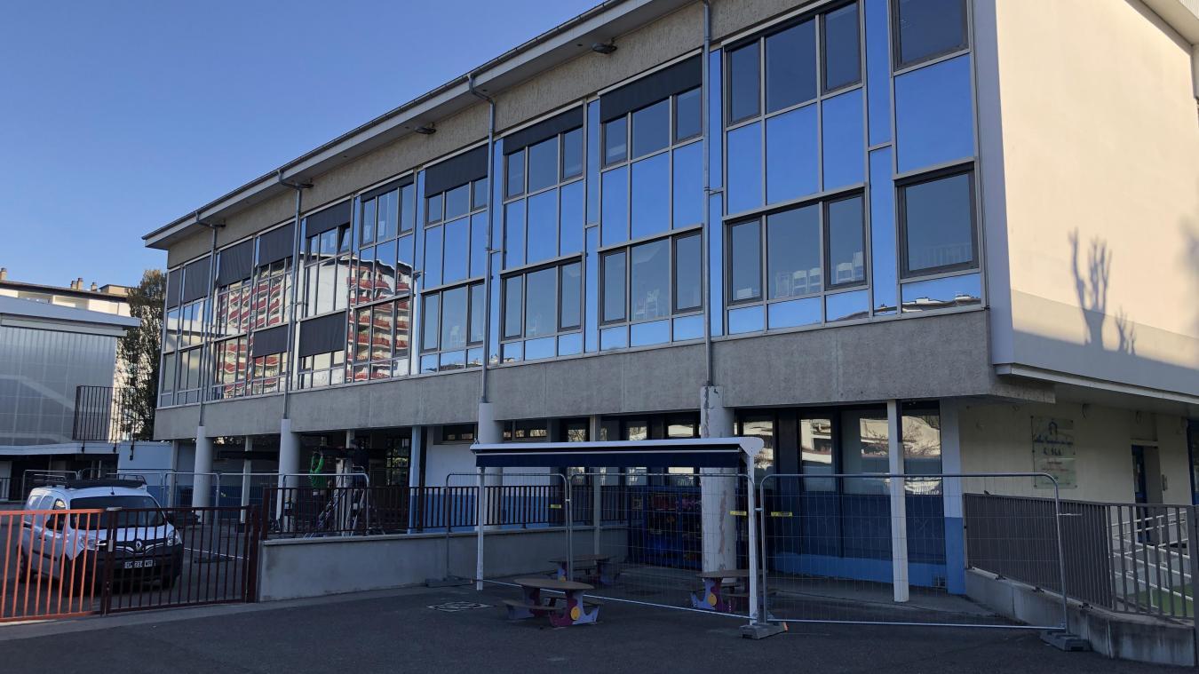 L'école élémentaire des Teppes va rouvrir avant les vacances de printemps normalement.