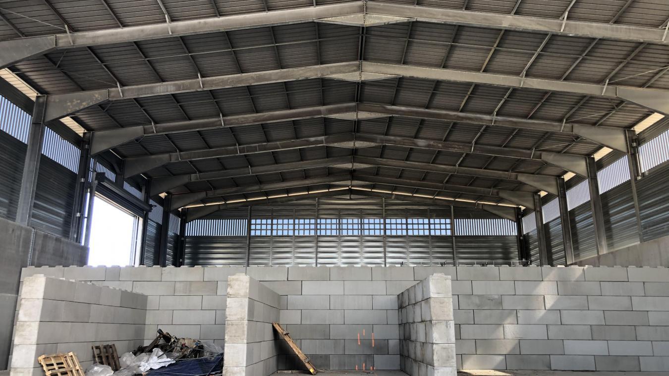 Le bâtiment principal du site est terminé. Il restera à l'équiper d'une chaîne de tri ultra-sophistiquée, un modèle pour 20 ans.