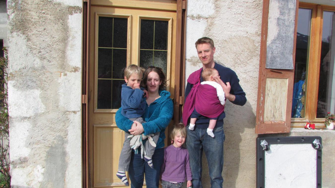 Ludivine et Régis, avec leurs enfants Elise, Nathan et Baptiste.