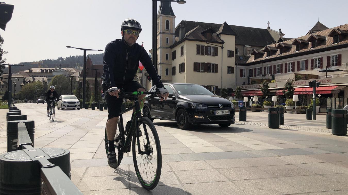 Grâce au nouvel équipement, cyclistes et voitures n'auront plus à cohabiter devant la mairie cet été.