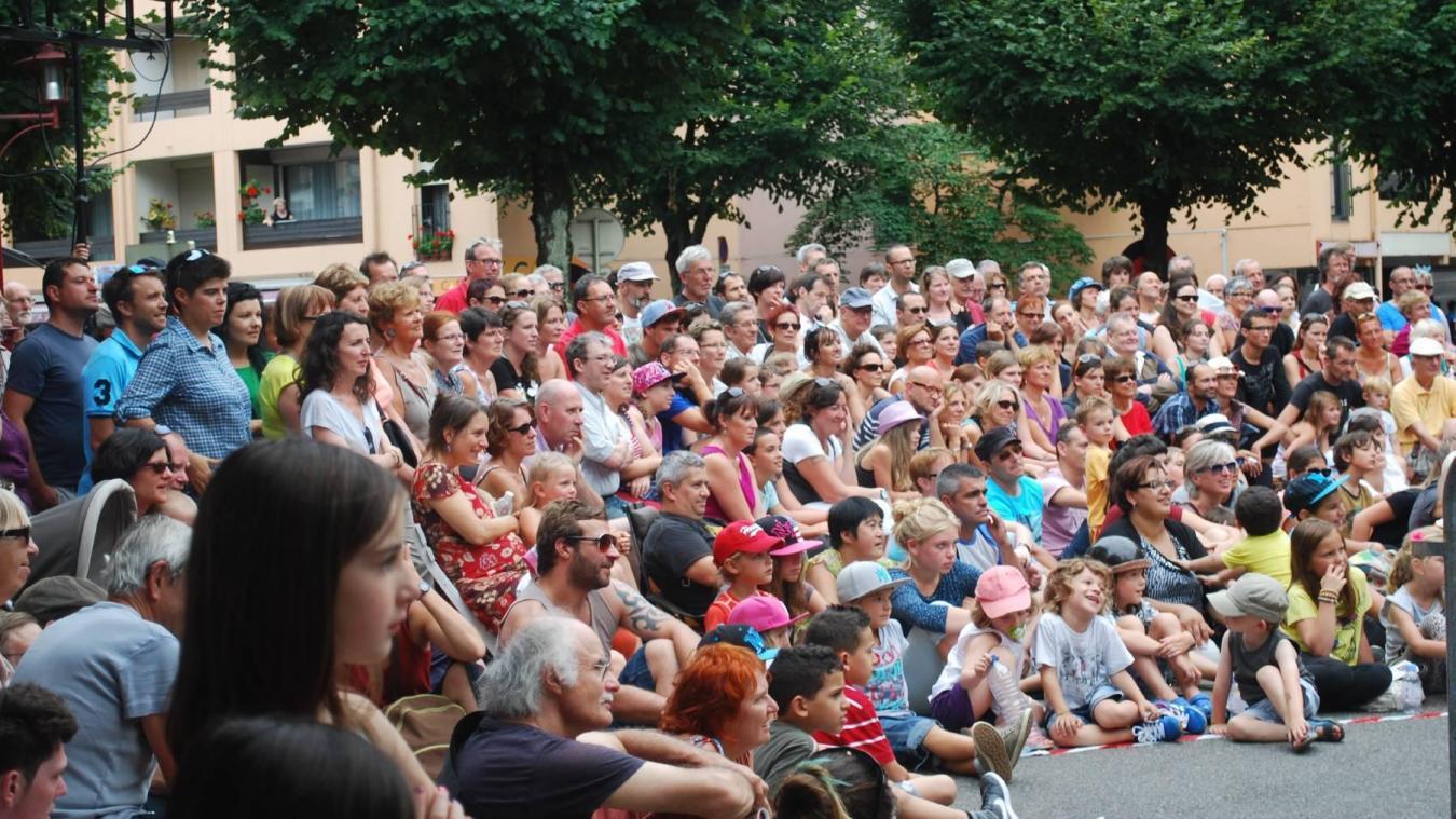 Le festival de théâtre de rue les Fondus du macadam se déroule chaque été dans les rues de Thonon-les-Bain.