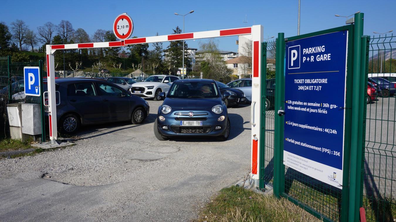 Le parking de la gare fait partie des mesures de désengorgement du trafic à Saint-Julien-en-Genevois. (Photo Rémy Genoud)