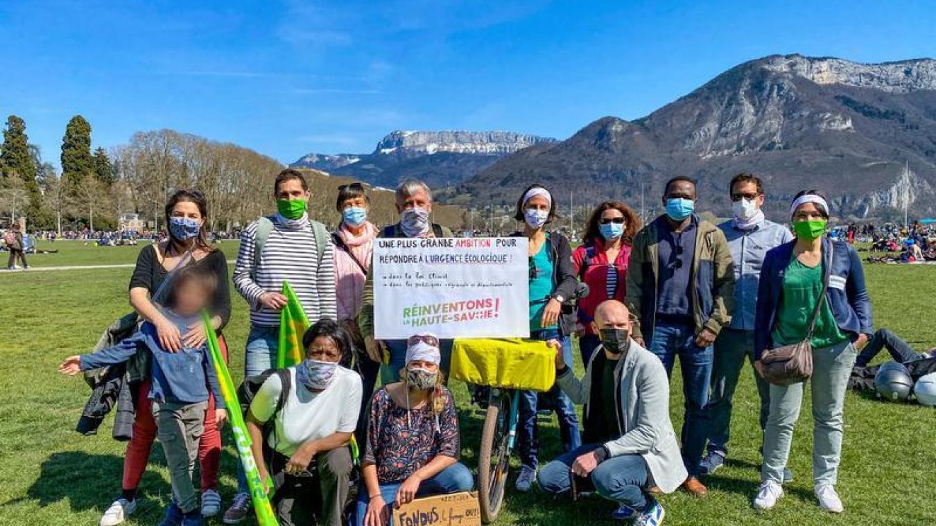 Des membres du collectif à la marche pour le climat, dimanche 28 mars dernier.