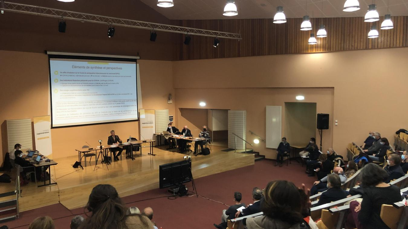 Le président de l'Agglo, Christophe Arminjon, a présenté le projet de rattachement de Publier au conseil communautaire.