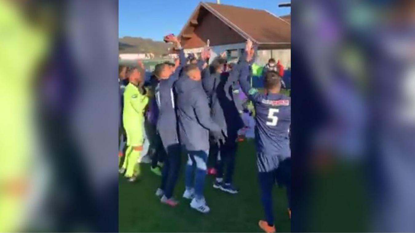 Scène de liesse après la victoire du GFA Ruumilly-Vallières, en huitièmes de finale de la coupe de France mercredi 7 avril. (Image Facebook)