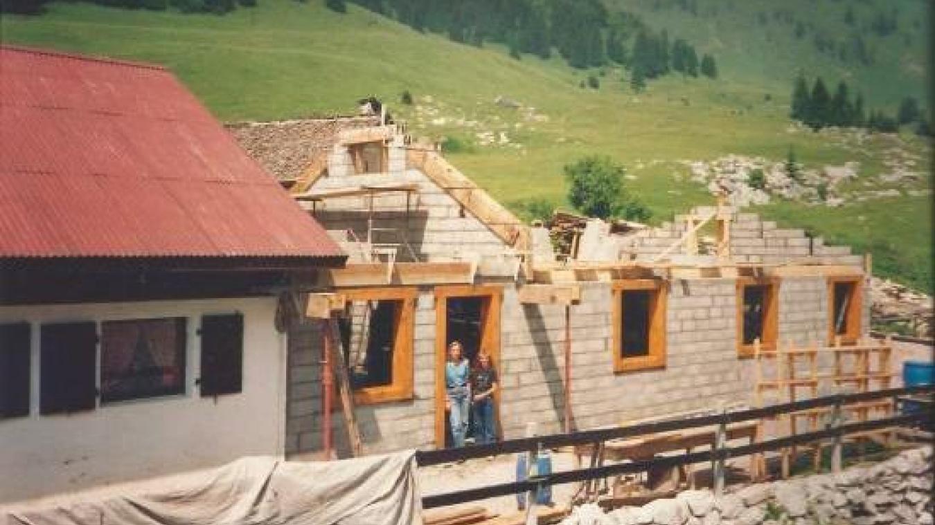 Initialement un chalet d'alpage, le refuge d'Ubine a connu plusieurs phases de travaux comme cette large phase de rénovation en 1991.
