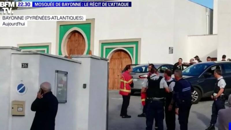 Lundi 28 octobre, vers 15 h 15, deux hommes ont été grièvement blessés devant la mosquée de Bayonne par des coups de feu tirés par un homme qui tentait d'incendier la porte de l'édifice religieux. Celui-ci a été interpellé.