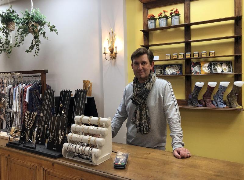 Philippe Charpy est le gérant des magasins  Rue 47  et  Weekend Max Mara  dans le centre-ville d'Evian.