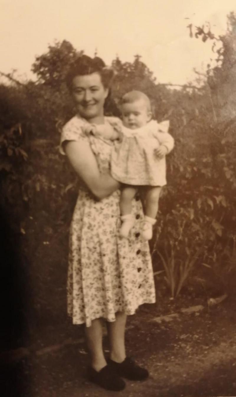 En juillet 1949, Amélie Jacquier est une jeune maman de 24 ans.
