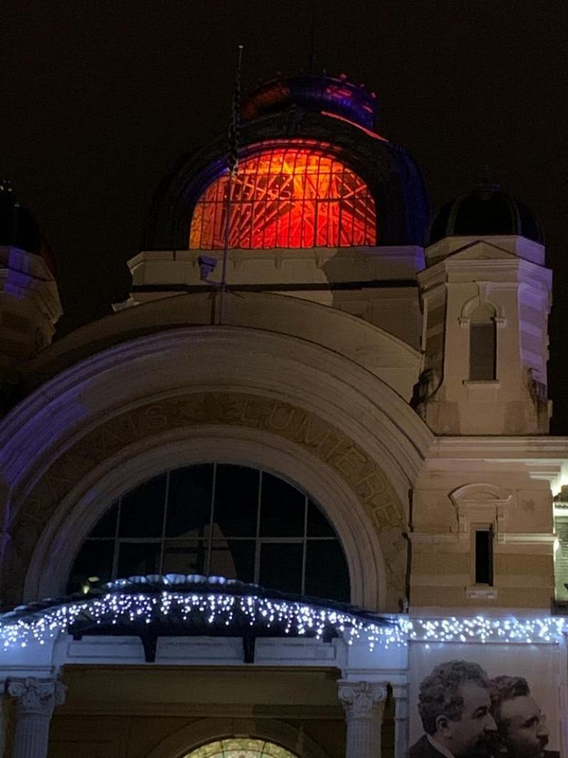Le dôme du Palais Lumière d'Evian s'est paré d'orange.