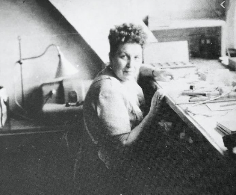 Louisa Vuille, Source/Destin et volonté, <a href=https://100elles.ch/biographies/louisa-vuille/>https://100elles.ch/biographies/louisa-vuille/</a>