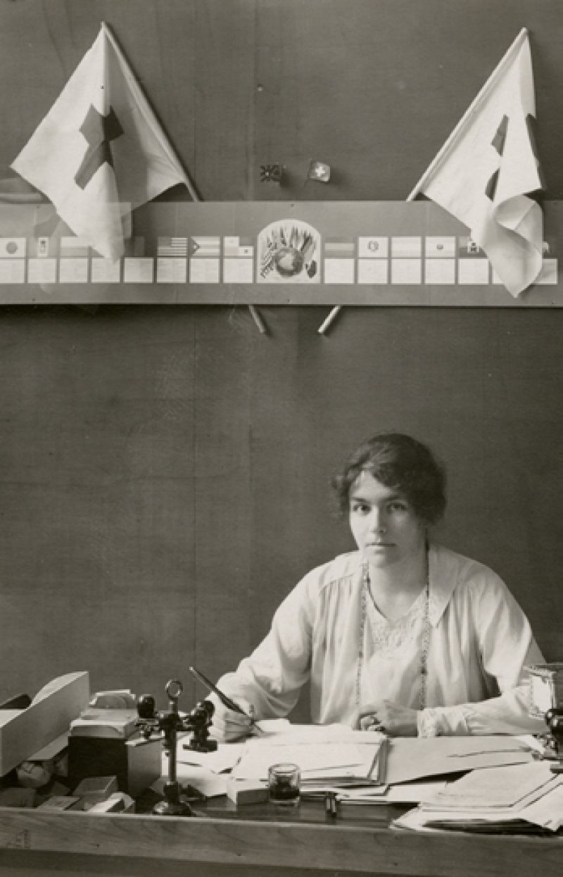 Marguerite Cramer à son bureau du Services l'Entente,Ville de Genève/CICR/BOISSONNAS, Frédéric