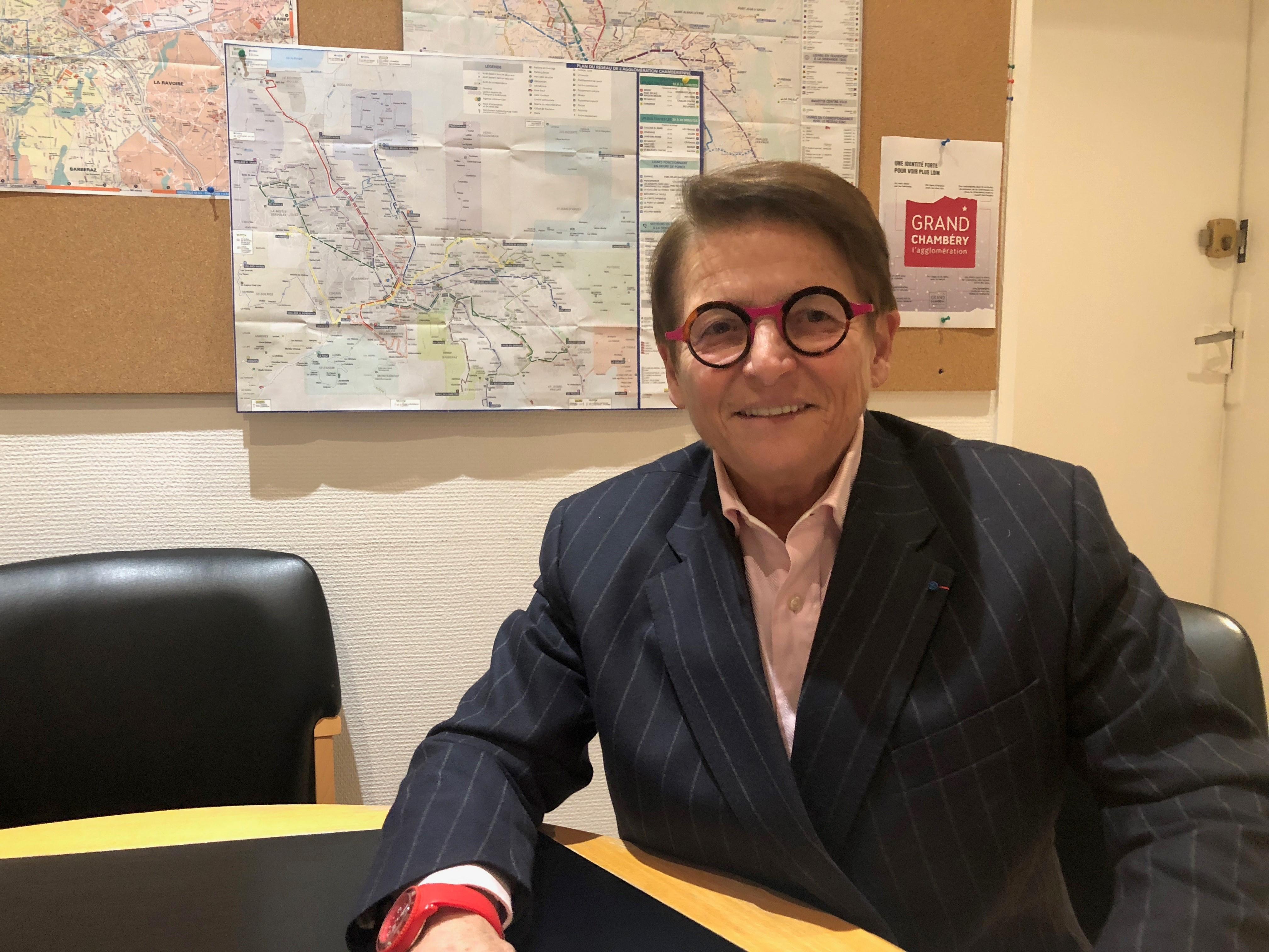 L'élu estime que son côté « bilingue » (elle parle à la fois le langage des pouvoirs publics et celui de la SNCF) a simplifié les choses.