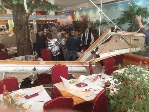 (Photos) Étrembières: le faux plafond d'un restaurant asiatique s'effondre sur les clients