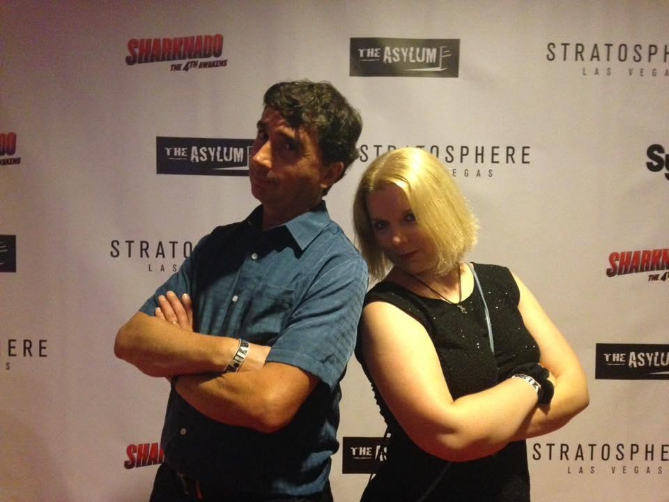 Ana Florit, en compagnie d'Anthony C. Ferrante, réalisateur de la série Sharknado sur Syfy.