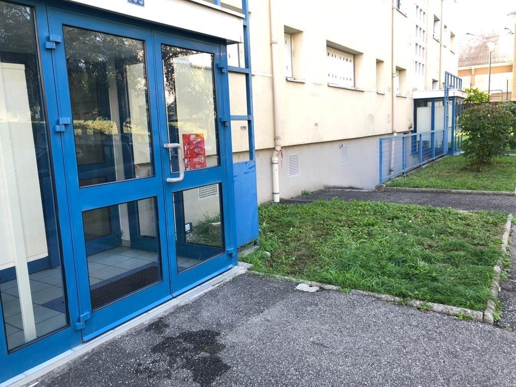 Le meurtre aurait eu lieu devant cet immeuble du quartier du Biollay, dans la nuit du 13 au 14 octobre 2019 à Chambéry.