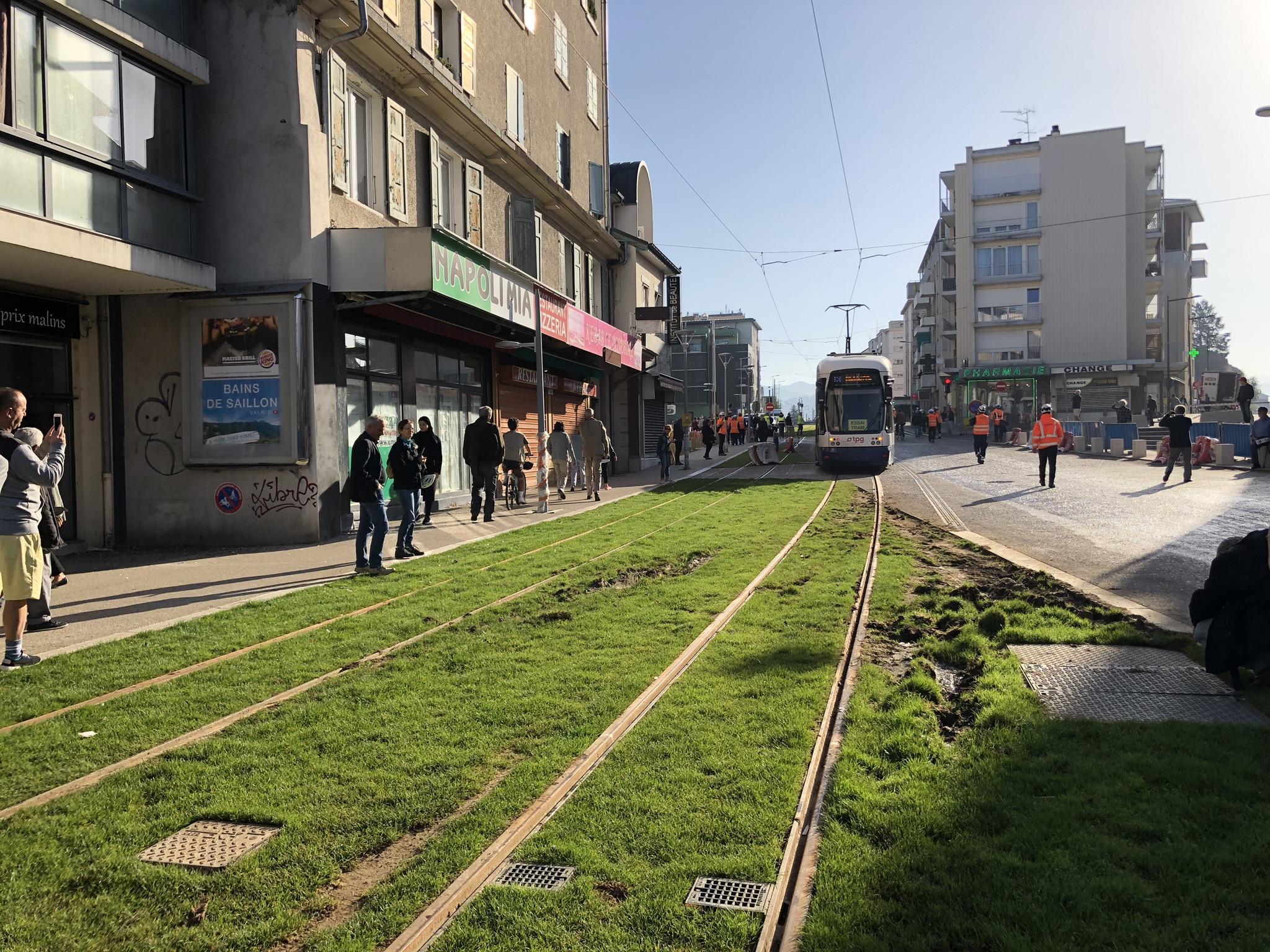 (VIDEO & PHOTOS) Gaillard : 60 ans après, le tramway Genève-Annemasse fait son grand retour