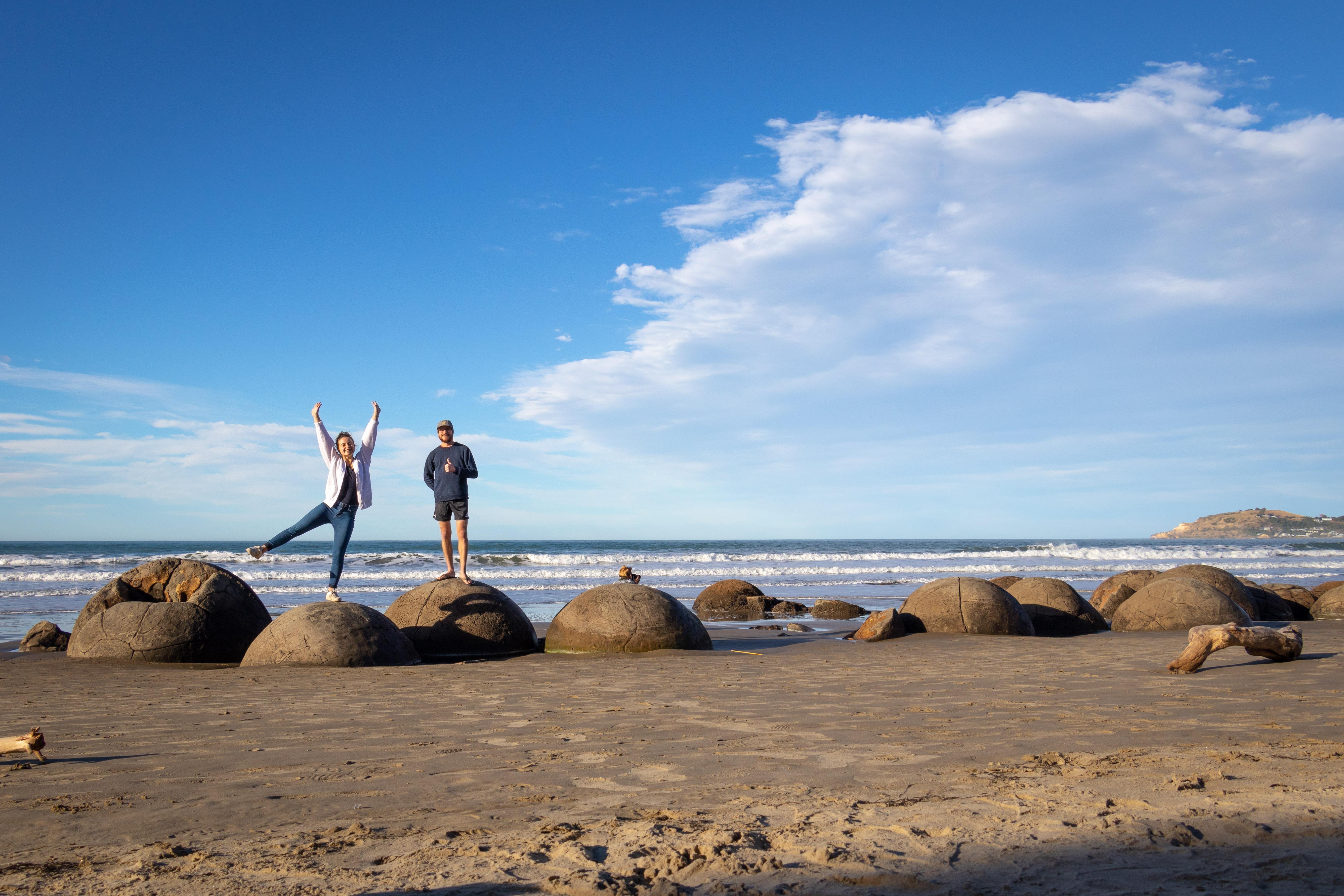 Toujours sur l'île sud de la Nouvelle-Zélande, on trouve les fameux Moeraki Boulders, des rochers sphériques.