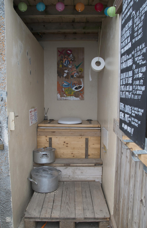 Les toilettes sèches.