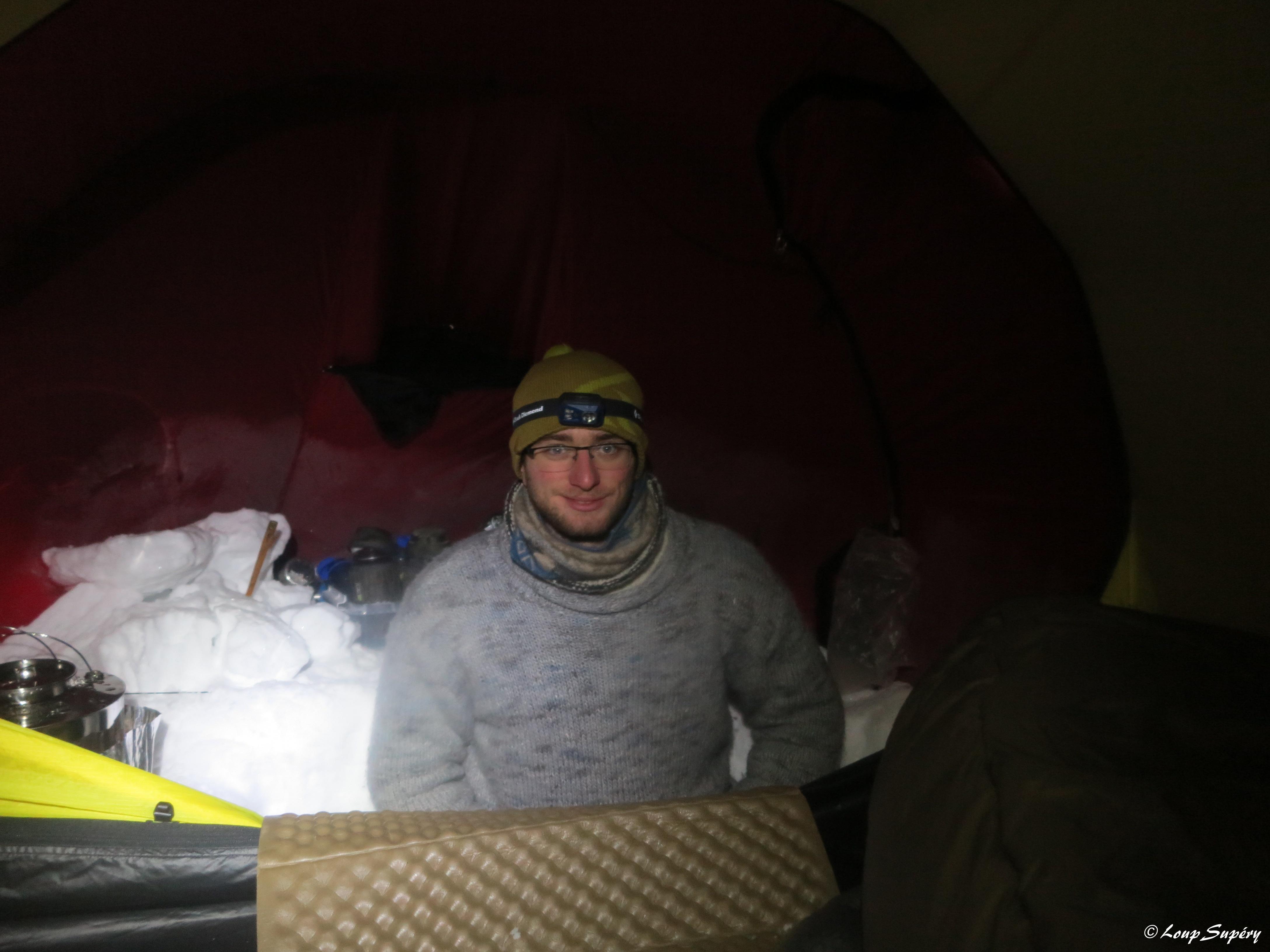 +15°C sous la tente, -28°C dehors ! Pendant une expédition à skis d'une semaine, dans le cadre de la formation. (février 2019)