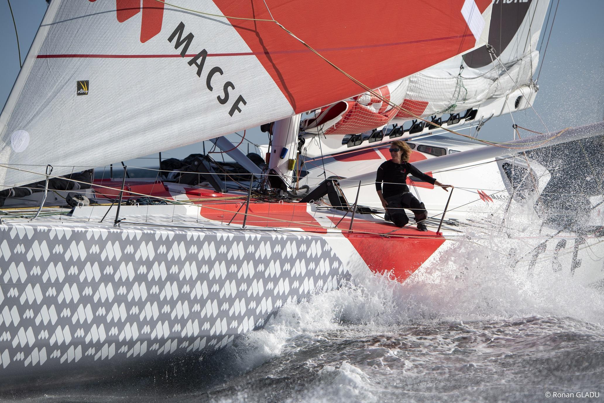 Isabelle navigue sur l'Imoca MACSF, doté de foils et mesurant 60 pieds. (Crédit photo : Ronan Gladu)