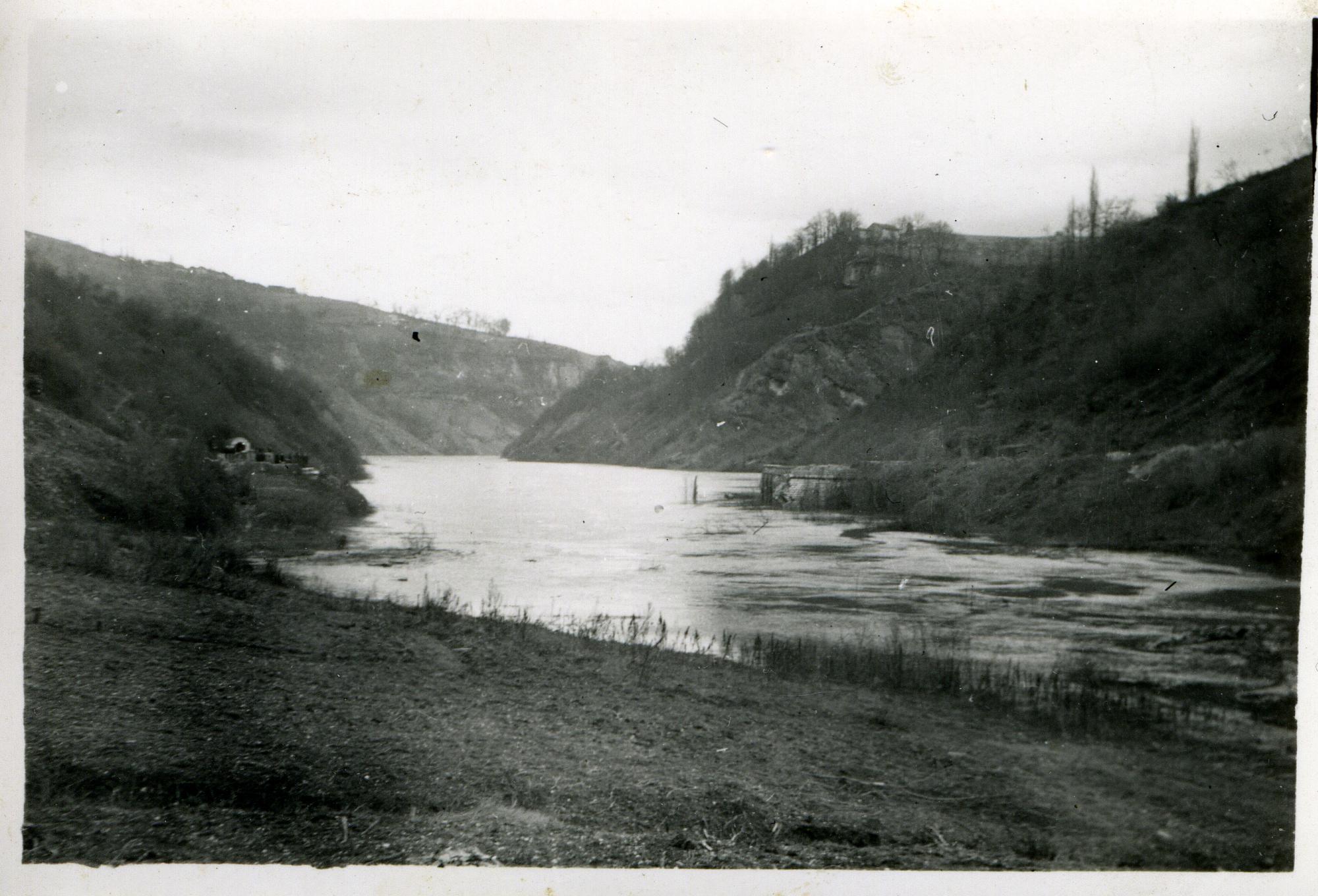 Le pont de Lucey, qui reliait Eloise à Coupy en amont de la perte du Rhône, a également sauté.