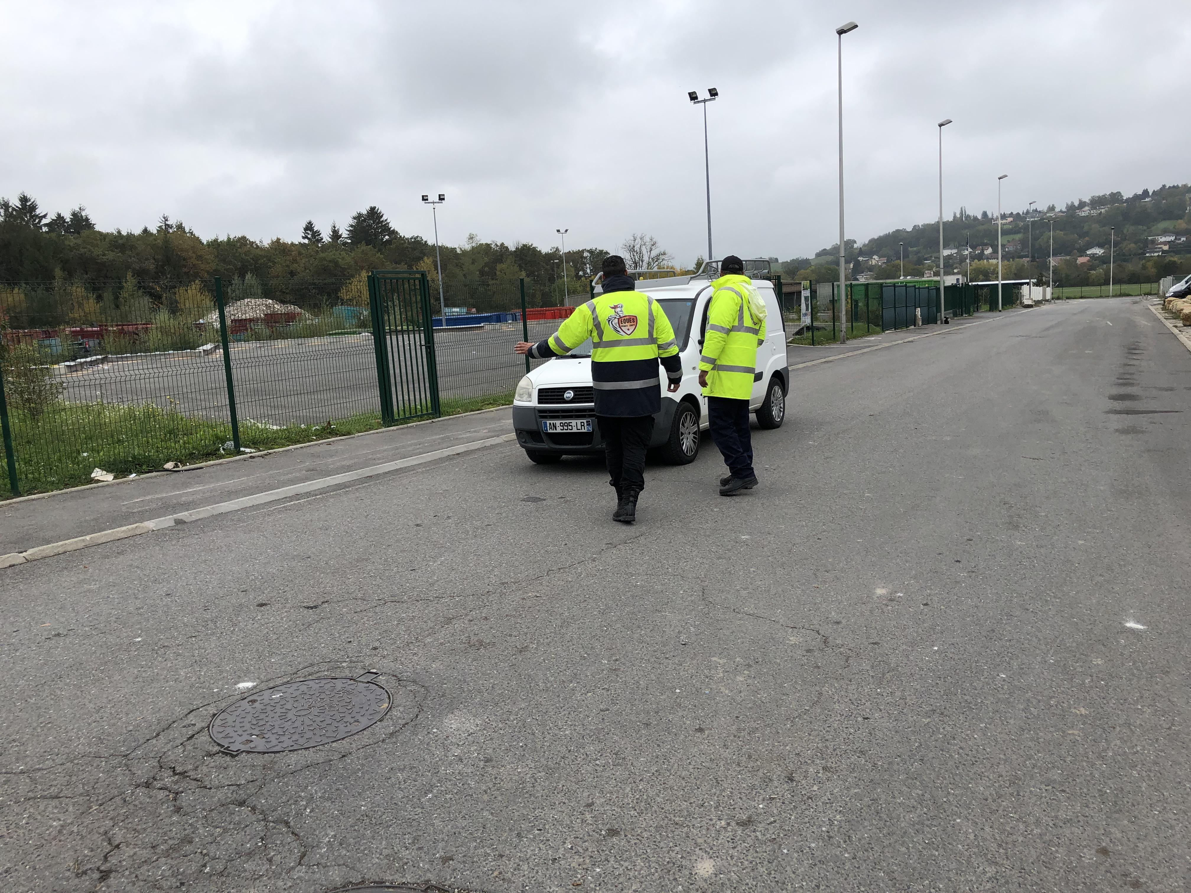 Vétraz-Monthoux : des agents de sécurité filtrent l'entrée à la déchetterie
