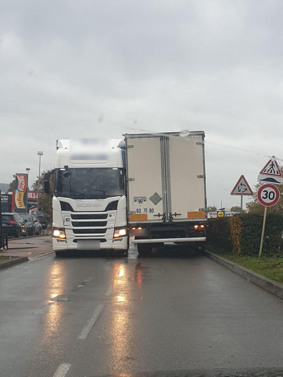 Deux camions paralysent une partie de la zone d'Anthy