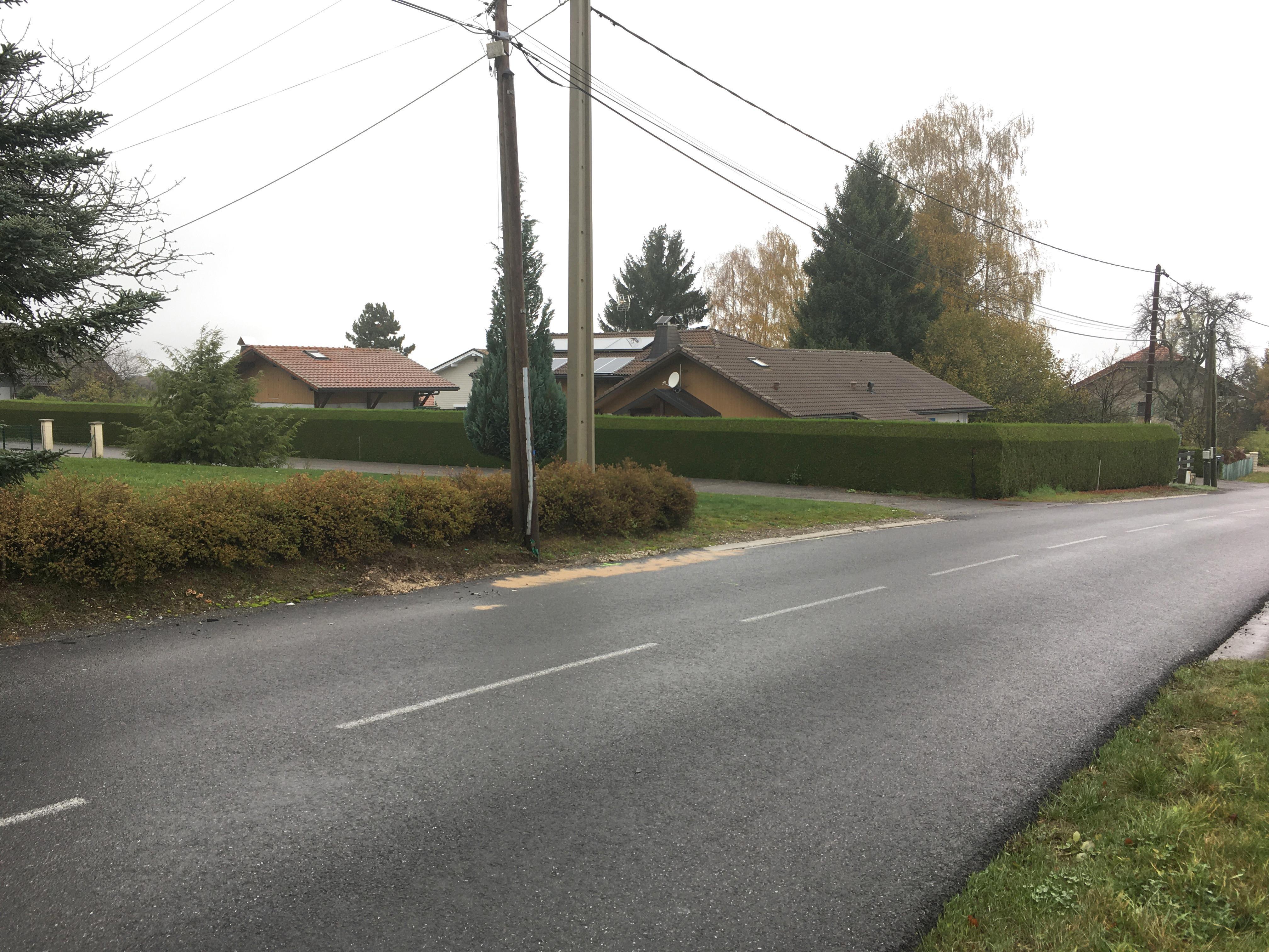 Vendredi 8 novembre, deux voitures sont entrées en collision au carrefour de Praubert, à Saint-Paul-en-Chablais. L'une des deux voitures, dans sa perte de contrôle, est allée percuter un piéton.