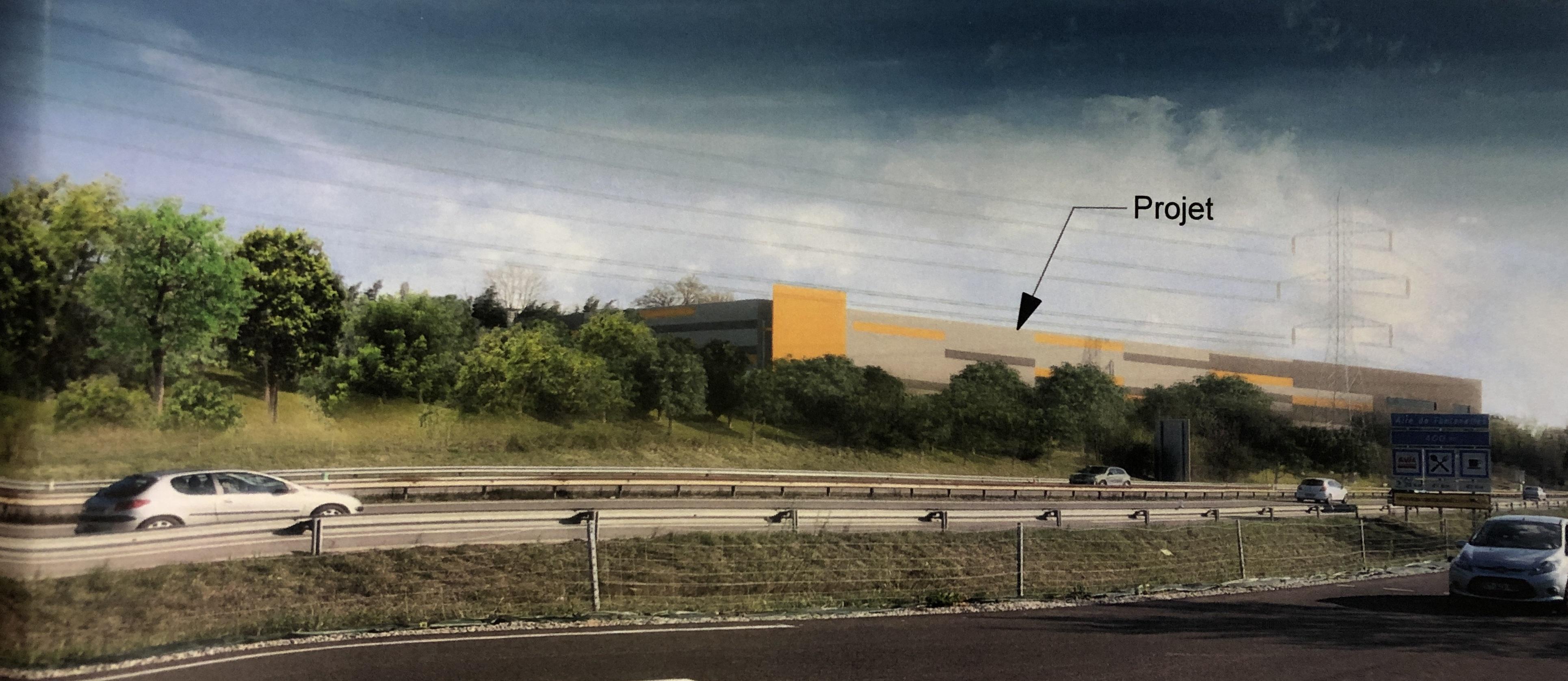 La plateforme est construite le long de l'A41, au lieu-dit Le Bouchet, chemin de Branchy.