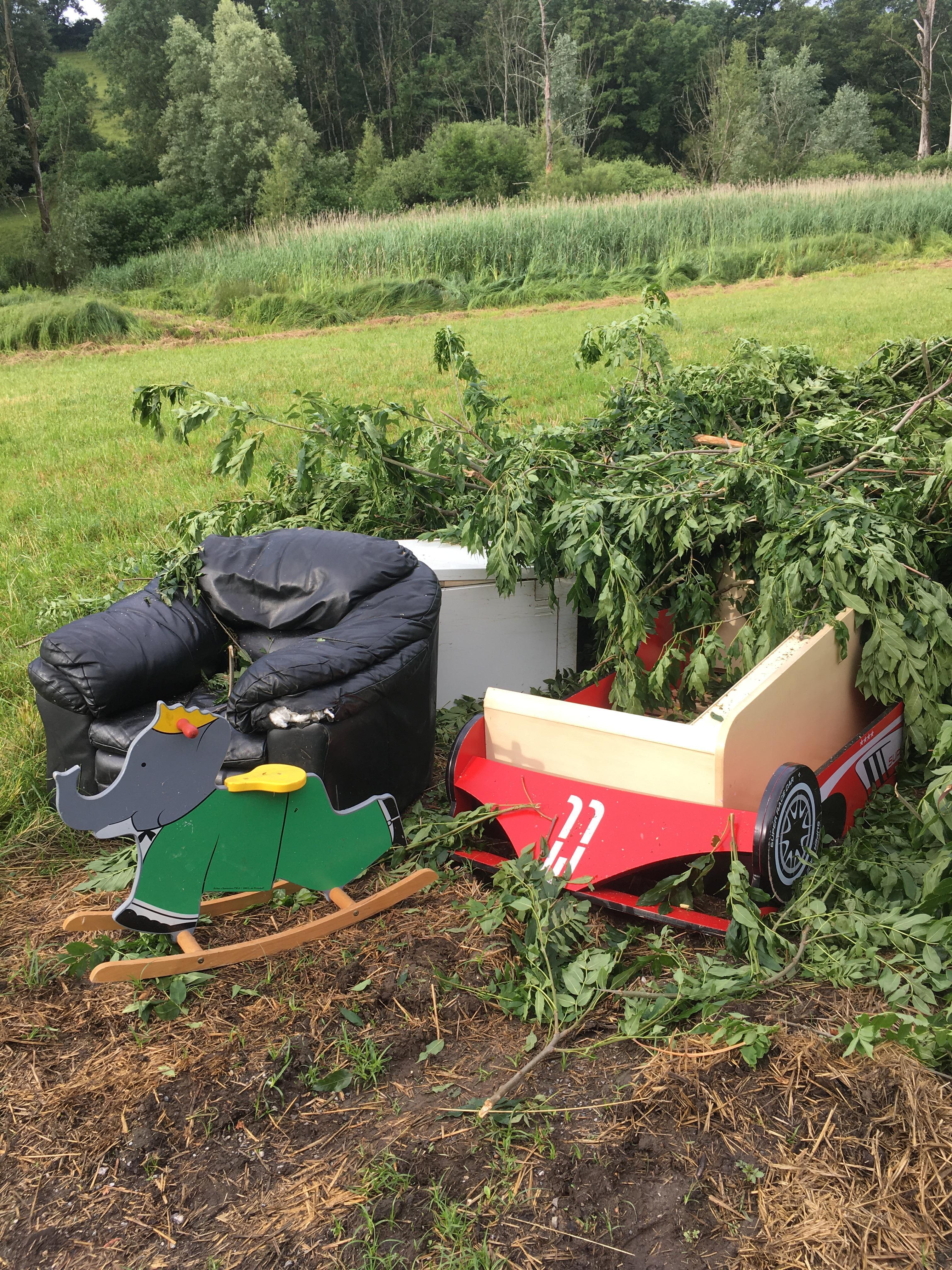 Des dizaines de déchets ont été retrouvés en pleine nature sur la commune de Bons-en-Chablais.