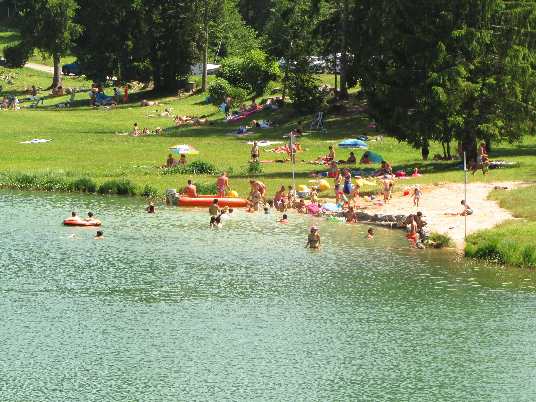Un lac sous surveillance, très prisé des familles.