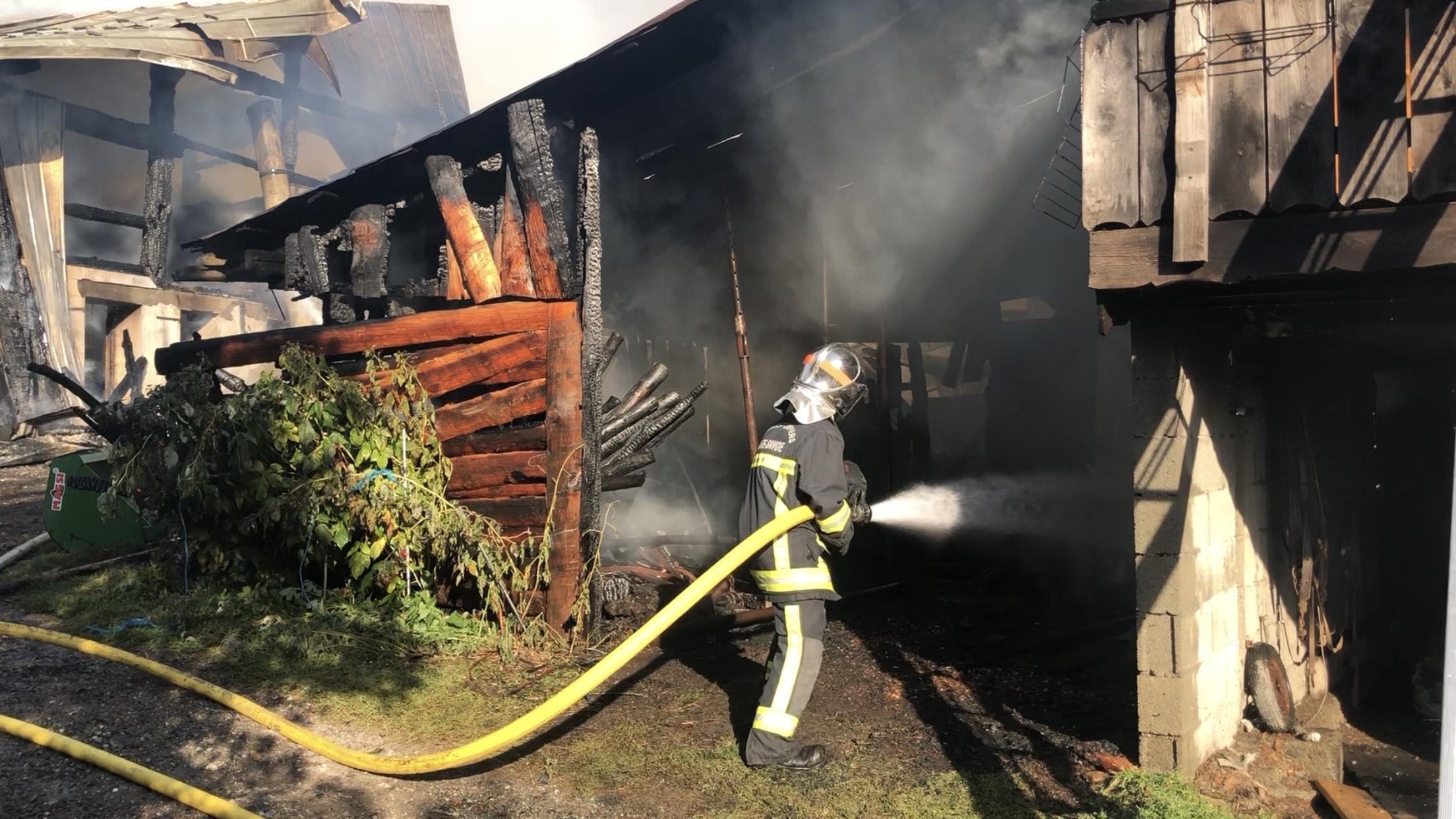 (VIDEO & PHOTOS) Saint-Gervais : violent incendie en cours au Cupelin, un homme gravement brûlé
