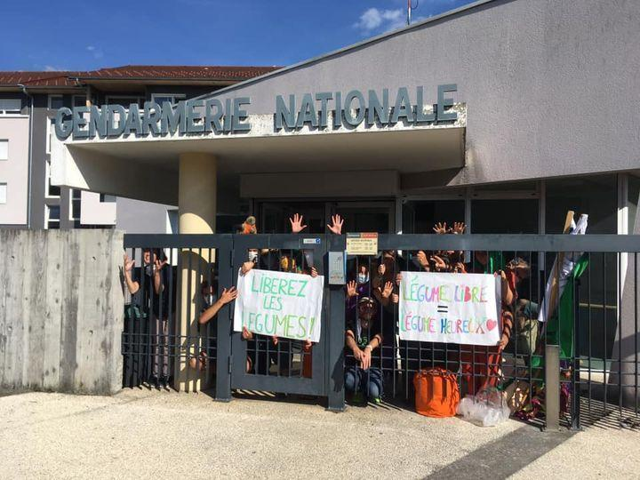 (VIDEO & PHOTOS) Annecy : une quinzaine de militants d'Extinction Rebellion ont occupé l'aéroport