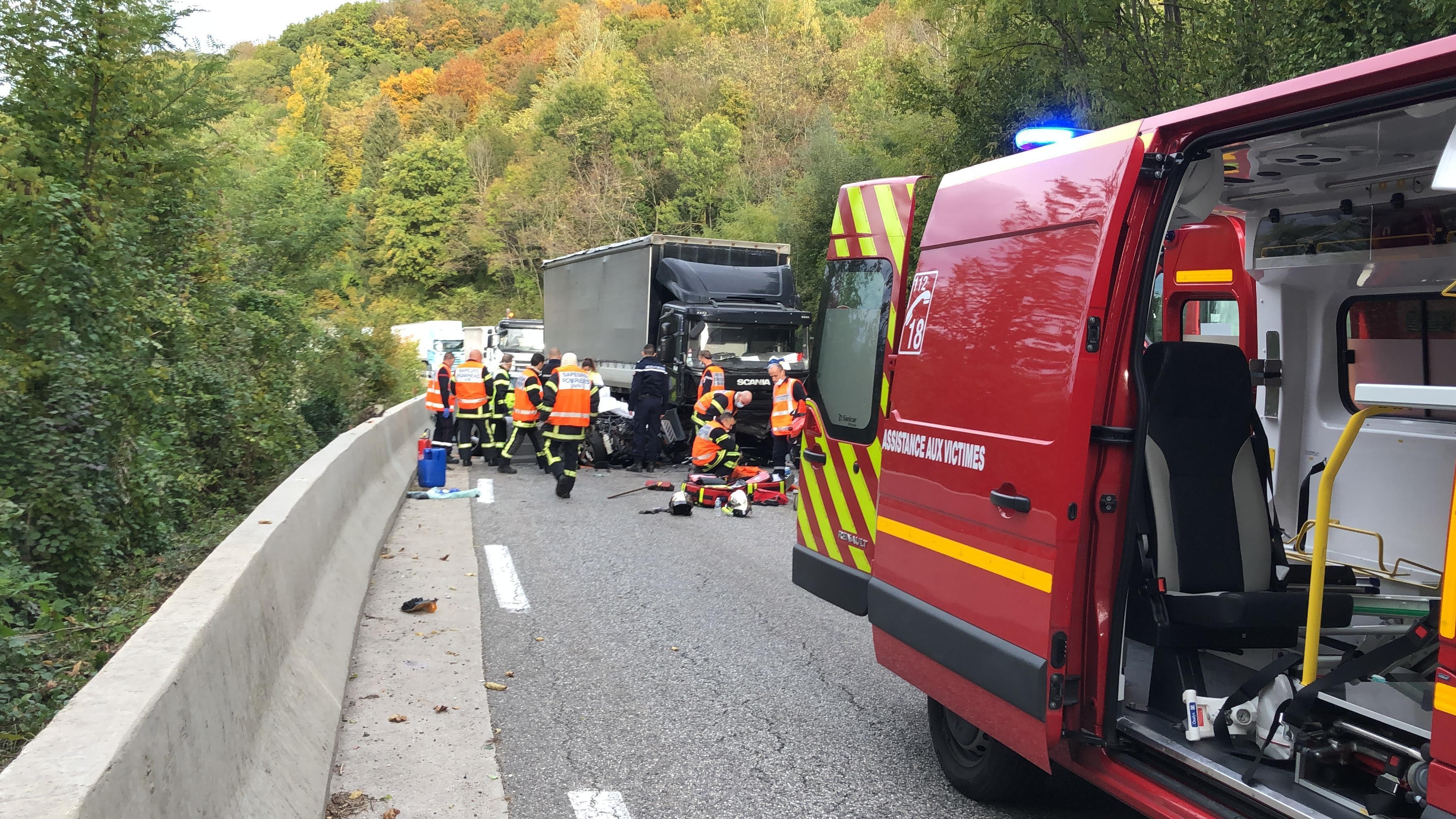 L'opération est terminé, les pompiers récupèrent leur matériel.
