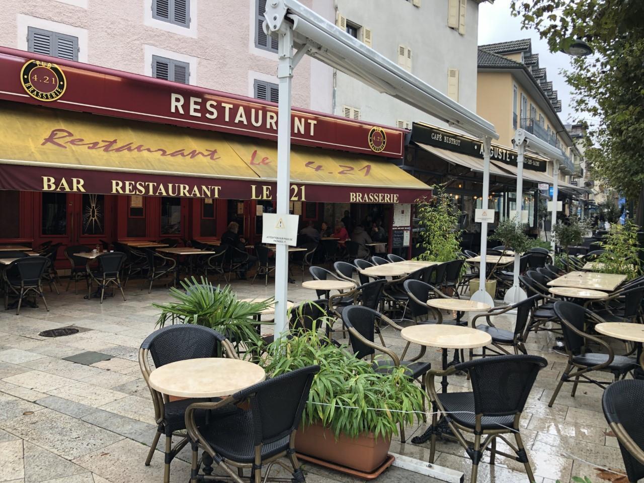 Les restaurants et les brasseries vont devoir s'adapter au couvre-feu mais les bars resteront fermés.