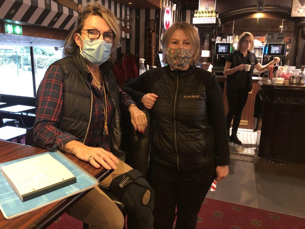 Evelyne, gérante du Bureau à Aix-les-Bains, et Virginie, manager, vont s'adapter au couvre-feu.