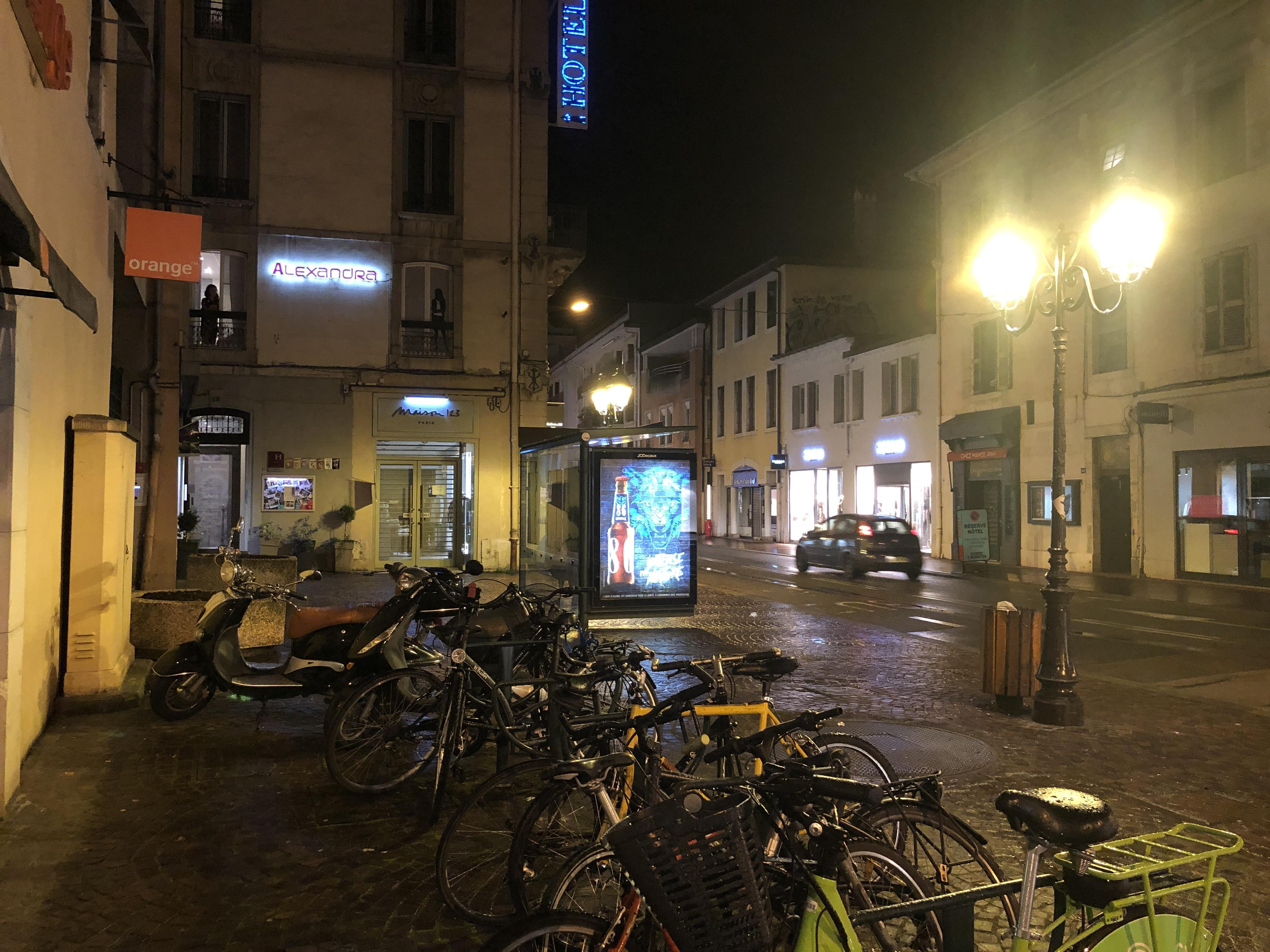 (VIDEO & PHOTOS) Annecy sous le couvre-feu, ça ressemble à quoi?