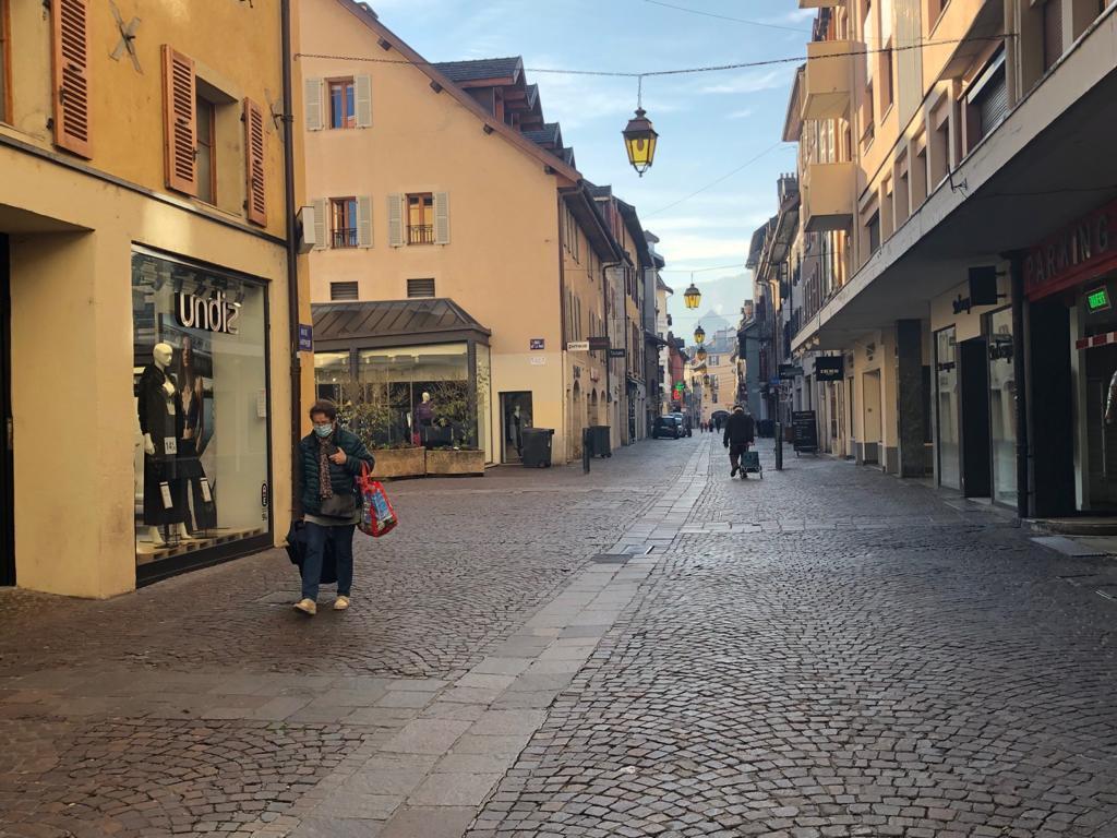 (VIDEO & PHOTOS) 7 mois après, Annecy se reconfine