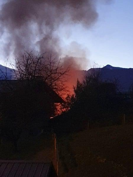 Sallanches: l'ancien bâtiment du CTMB en proie aux flammes