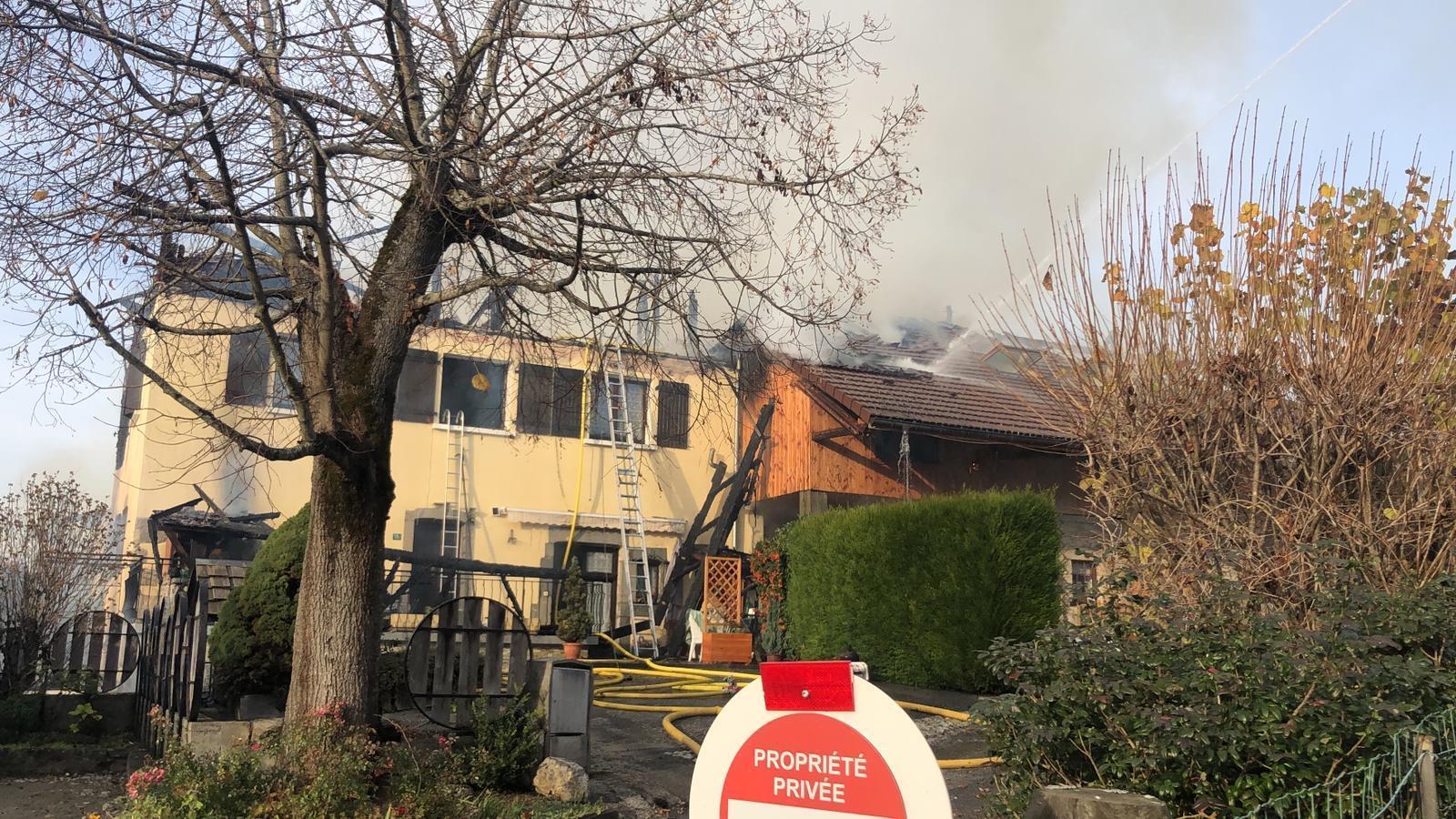 (VIDÉO & PHOTOS) Faucigny : un feu détruit plusieurs habitations