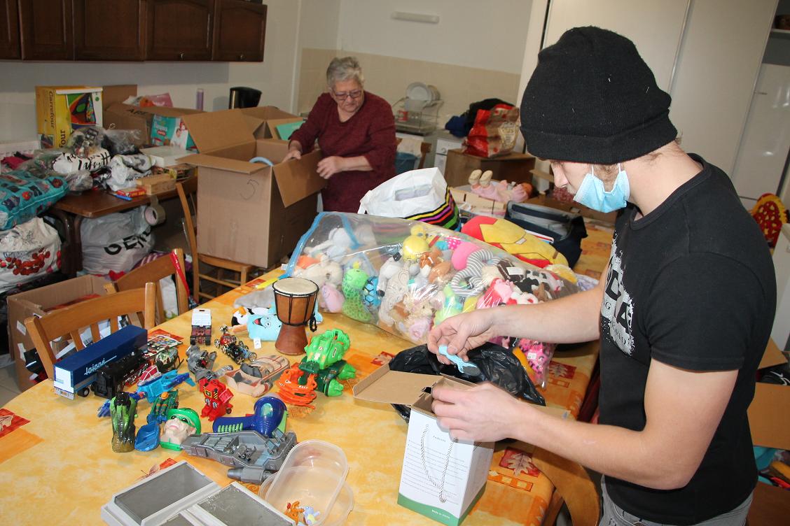 Collecte de jouets dans la salle paroissiale de la maison Eric Ventresque, à Arlod, jeudi 26 novembre.