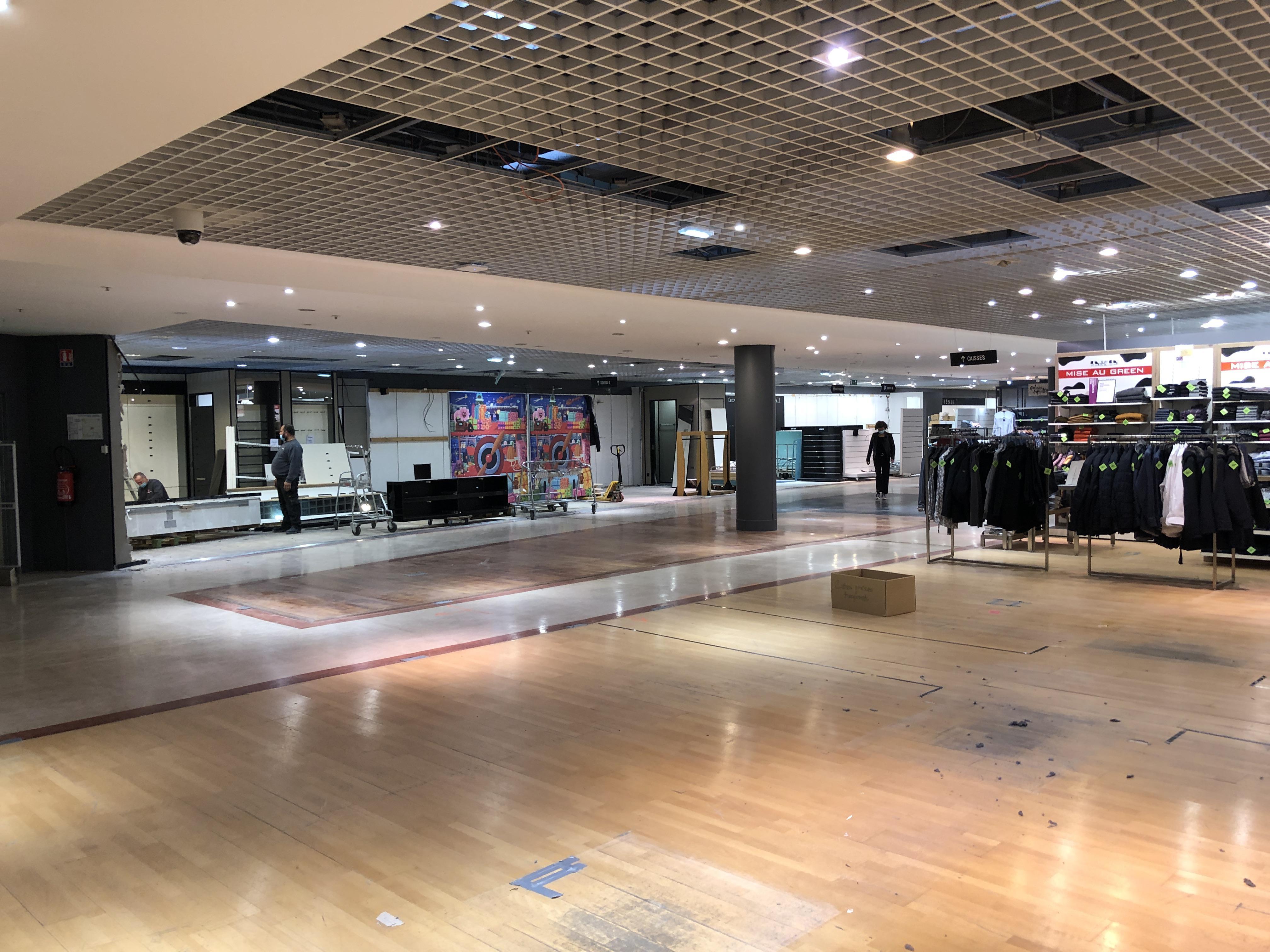 Le deuxième quart du magasin est actuellement en travaux.