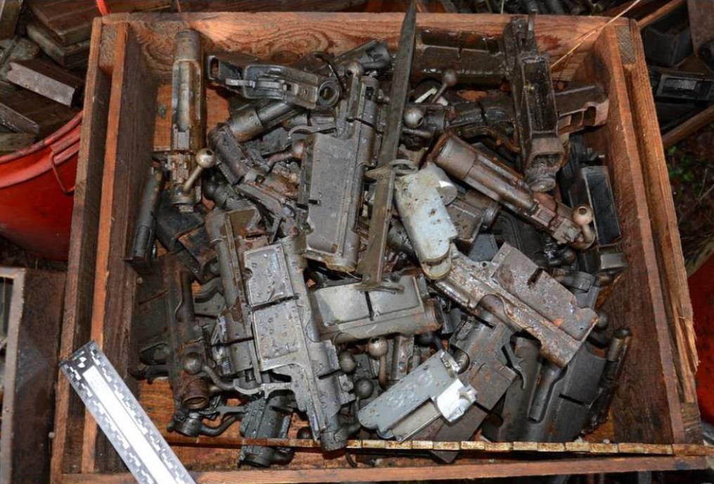 (PHOTOS) 10 tonnes d'armes saisies à Annecy : l'énorme prise de la Police judiciaire des Savoie
