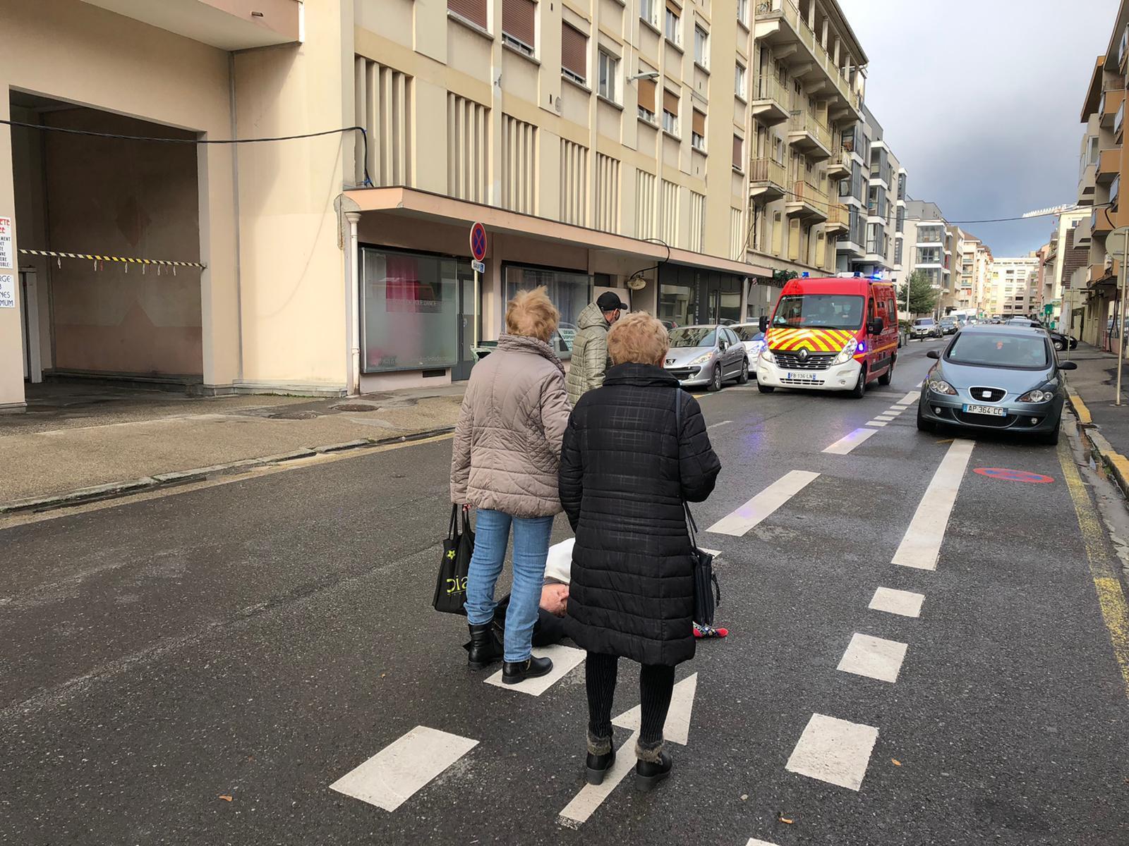 Annemasse : âgé de 83 ans et atteint du Covid, il s'écroule en pleine rue