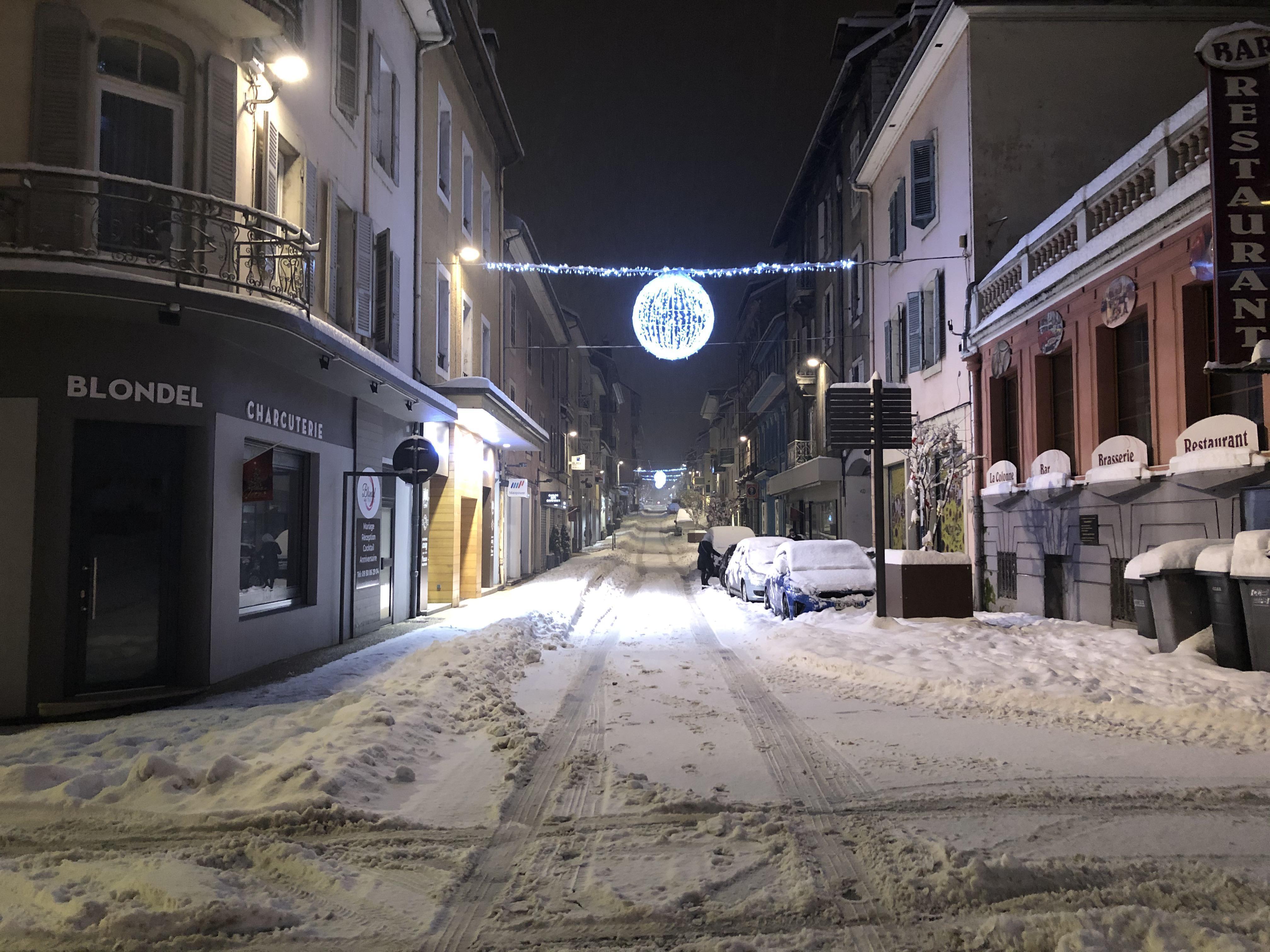 Les rues enneigées de Valserhône.